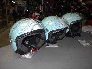 Helm Pastel blauw blinkend € 58,00
